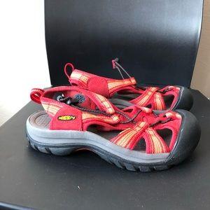 keen red sandal 6